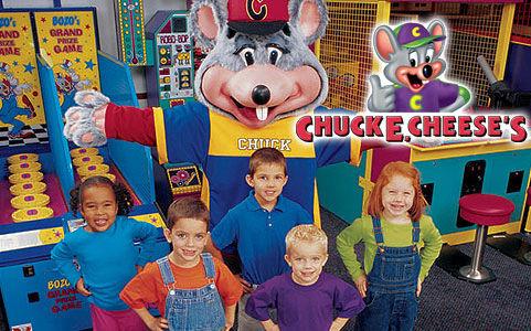 Chuck e Cheese Feet Pose With Chuck e Cheese